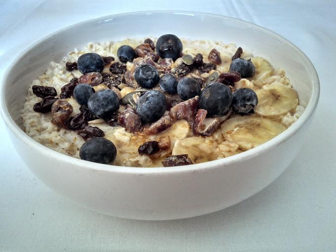 Banana, Berry and Date Porridge